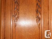 Beautiful 1910-1920 antique quarter-sawn oak buffet and