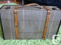 Selling an old striped vintage case. Has a great