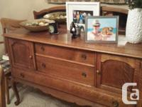 Quarter sawn oak Table with leaf, 5 chairs, (1 arm