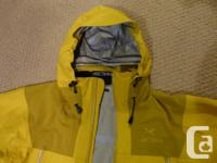 ARC'TERYX Men's Medium Jacket Yellow/mustard colour