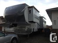 Marketing 2013 Arctic Fox 32-5M Fifth Wheel. This
