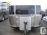 AS NEW 2012 AIRSTREAM 27-FB CLASSIC LIMITED IN PERFECT