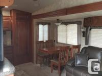 Absolute like new condition 4 Seasons fifth wheel,