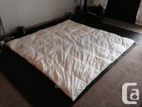 Queen down duvet, excellent condition less than a year