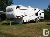 2007 Dutchman Grande Joint 34TRG Fifth Tire. Grande