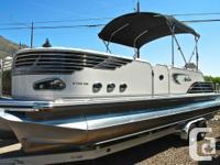2012 Avalon Heaven Sandbar 27' Tri-Toon. 300 Mercury