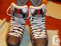 Bauer Vapor X100 size 8D hockey skates in very good