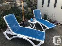 2 folding beach chaise lounge chairs. Good condition