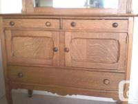 Lovely antique buffet sideboard in very good condition.