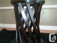BEAUTIFUL PRE-OWNED KITCHEN TABLE AND CHAIR SET FOR