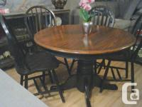 Beautiful wood dinnette set, this set comes with table,