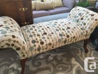 Large bench in excellent condition Beautiful upholstery