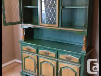 SELLING BEAUTIFUL SOLID WOOD VINTAGE HUTCH. HAS LOTS OF