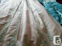 Beautiful wedding dress with blue accents size 9 with