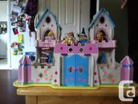 Beautiful handmade wooden castle. Comes with 6 royal