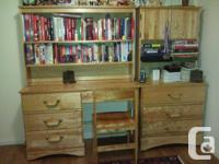 2 Full young people bedroom furnishings collections;