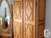 Pine bedroom set made by a Cabinet Maquer All furniture