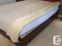 5 piece bedroom set. Excellent condition. Set includes