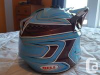 Bell moto 8 helmet in grate shape, comes with M/L &