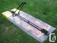 Thule 566 horizontal-tray bike carrier. Quick and easy