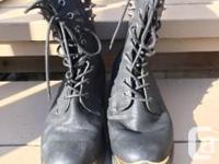 GREAT BLACK BOOTS WITH DECORATIVE BRASS SPIKES 8.5