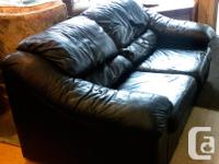 Black leather Loveseat couch 2 seated no rips and pet
