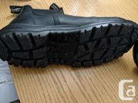 Selling my almost new blundstone safety boots, I bought