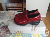 Worn once!!!! Excellent condition!! Bought these clogs