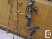 Consists of a case, 2 quivers, 7 carbon fibre arrows,