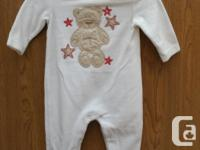 Nice baby Sleeper for a Girl or Baby boy, never worn,