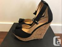 Brand new sandal, only worn a few times. Size 6, color