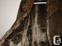 Novelti keeps you warm in style. Faux fur trim along