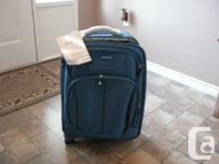 BRAND NEW SAMSONITE Suitcase (NEVER been used) Blue in