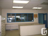 Sq Ft 1600 Bright and spacious retail or office space