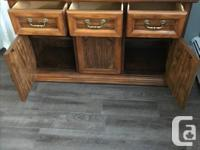 Buffet and Hutch. Pecan Vaneer solid frame - 2 Full