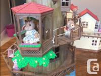 Calico Critters Country Tree House & Accessories