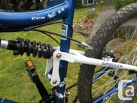 CCM Vandal Full-Suspension Mountain Bike features an
