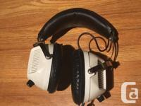 These are some old stereo headphones with a patch chord
