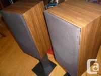 Hi, this is a great looking and wonderful sounding pair