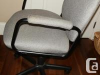 Wheeled, swivel, adjustable height workplace chair with