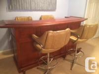 Cherry wood bar with 4 stools in excellent condition