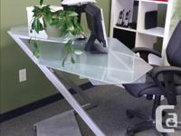Smooth metal frame Frosted glass (main shelf and riser