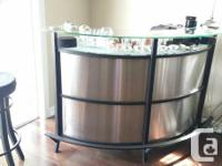 - Bar: curved form, stainless steel (silver) with black