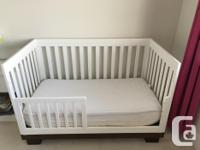 The best quality ! A 3-in-1 Convertible hard wood Crib.