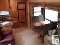 2007 Cougar by Keystone, 30 foot, rear kitchen, 2