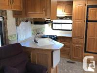 2006 34 foot 5th wheel In great condition 2 Slides -!