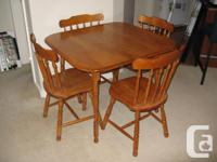 This five piece dining room set is in excellent