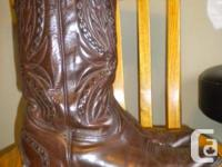 Size: 9.5 E, 9 1/2   Boulet - Style #:8089  Cowboy toe.