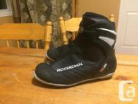 Women's Rossignol cross-country skii boot, compatible