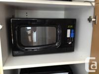 Black danby microwave with glass turntable, 1.1 cu.